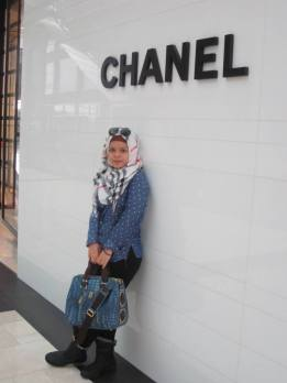 me in front of Singapore's Chanel official retailer